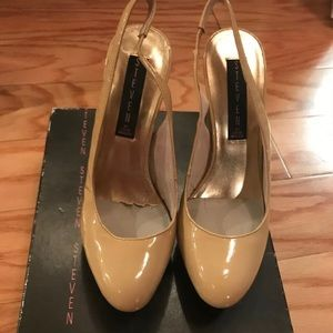 Steve Madden platform nude shoes . Very sexycomfy